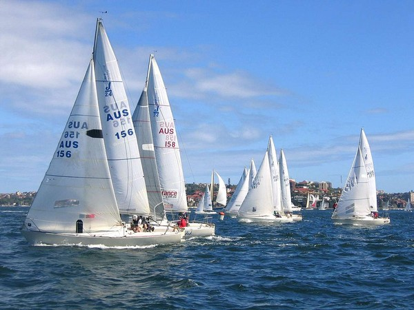 j-24-yacht-racing-sydney-harbour_l